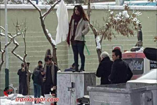 نه به حجاب اجباری دختران خیابان انقلاب
