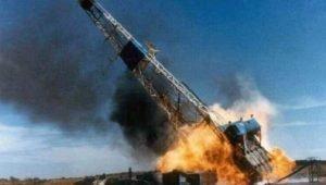 انفجار دکل نفتی