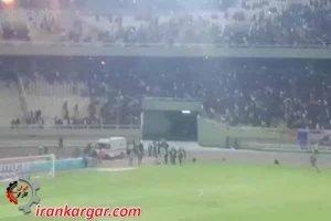 اهواز ؛ مجموعه کلیپ درگیری بین مردم و یگانهای ضدشورش در ورزشگاه الغدیر