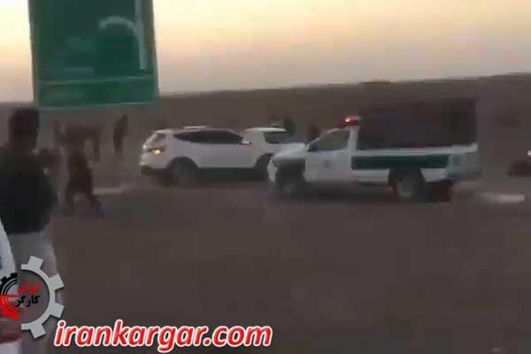 حمله جوانان خشمگین با سنگ به ماموران پلیس که قصد موتور گیری داشتند
