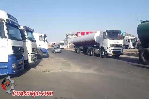 اسکورت تانکرهای اعتصاب شکن توسط نیروی انتظامی در وحشت از واکنش اعتصابگران کلیپ