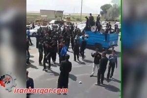 بستن جاده لردگان ـ اهواز توسط مردم معترض در روز عاشورا - کلیپ
