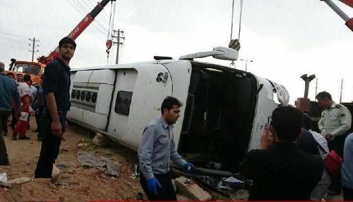 واژگونی اتوبوس در مرودشت با ۵کشته و ۱۰زخمی