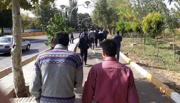 راهپیمایی اعتراضی کارگران کنتور سازی به سمت استانداری در قزوین