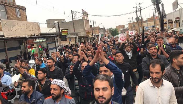 راهپیمایی کارگران هفت تپه داخل شهر شوش