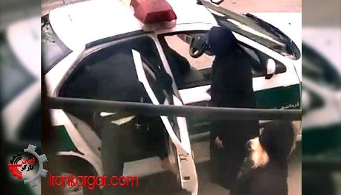 خم کردن زانوی آسیب دیده پسر جوان با لگد
