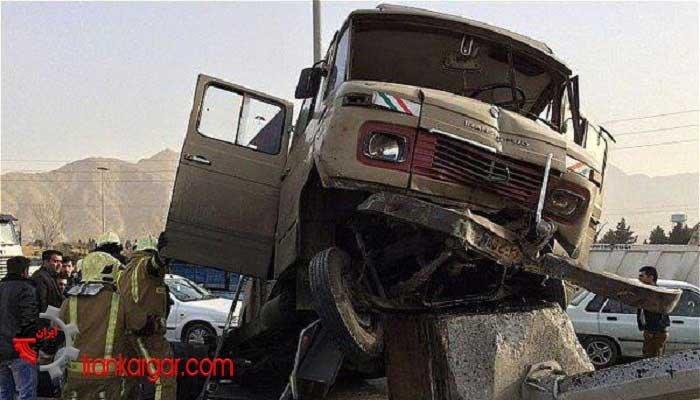 تصادف مینیبوس دانشآموزان در جاده ماهشهر