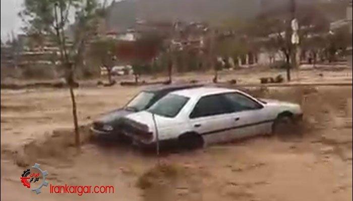 پناه بردن مردم شیراز به پشتبامه در هراس از سیل و بردن خودروها توسط سیل ۶فروردین