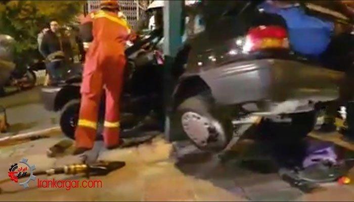 صحنه دلخراش تصادف خودروی پراید با دکل برق