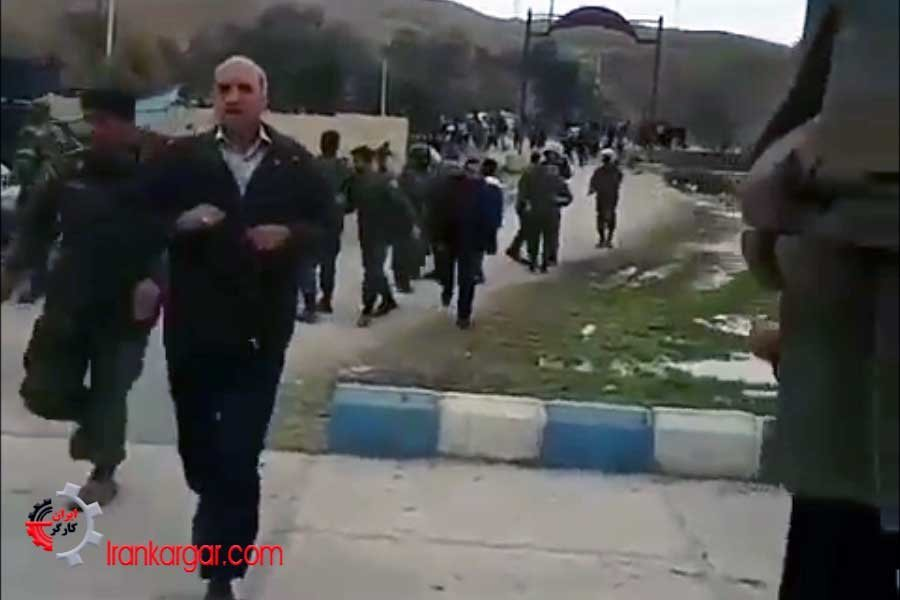 درگیری مردم سیل زده خشمگین با نیروی انتظامی در پلدختر و فراری دادن آنان با پرتاب سنگ