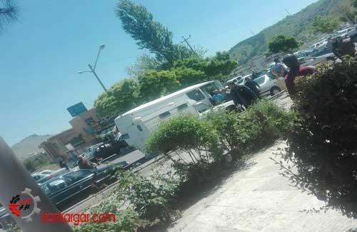 مصدومیت دو کولبر و تجمع خانوادههای زندانیان مقابل دادگاه سنندج