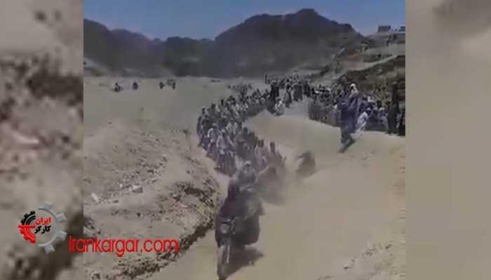 هزاران سوختبر موتور سوار بلوچ حین سوخت بری در صحرا