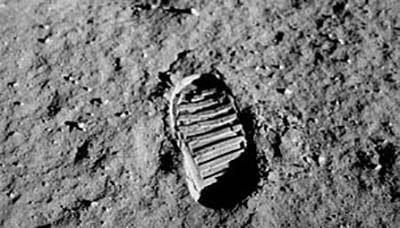 نیم قرن پس از فتح ماه