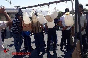شعار مردم در اعتراض به کمبود و قطعی آب با بستن جاده ایذه- اهواز